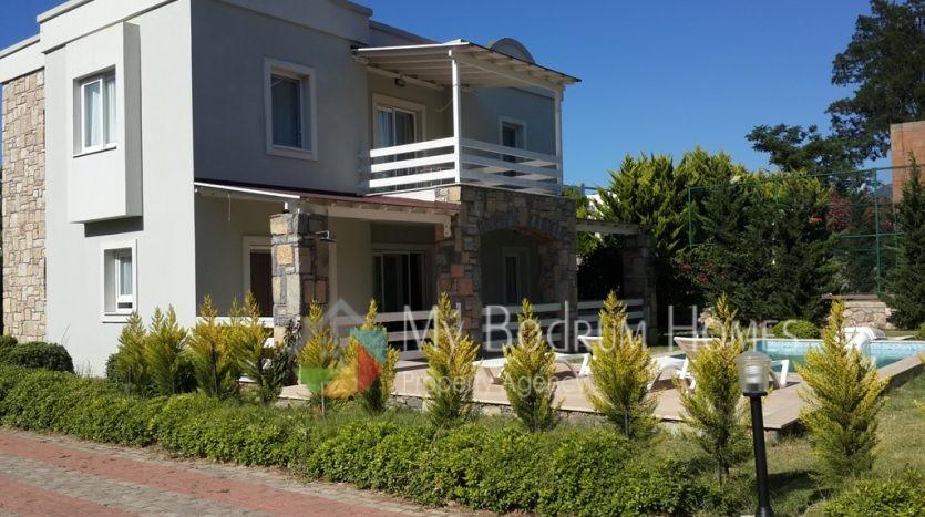 Sezonluk Kiralık Torba'da Denize Çok Yakın Özel Havuzlu Villa