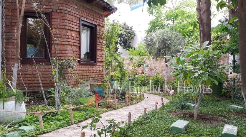 balkonlu bahçeli eşyalı kiralık bodrum