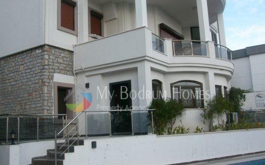 Bodrum Konacık'ta 4 daireli havuzlu deniz manzaralı ev