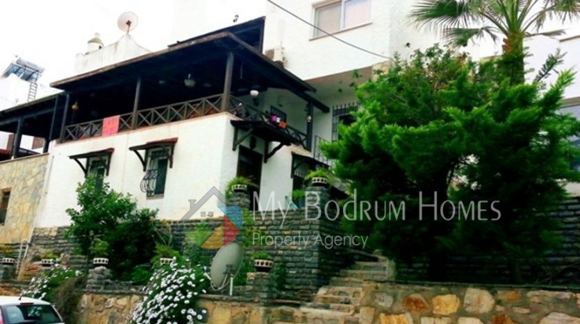 Bodrum Torba 'da Mükemmel Deniz Manzaralı 5+1 Full Eşyalı Şömineli Villa
