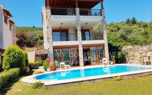 Bodrum Torba'da Denize 200mt Özel Havuzlu Manzaralı Villa